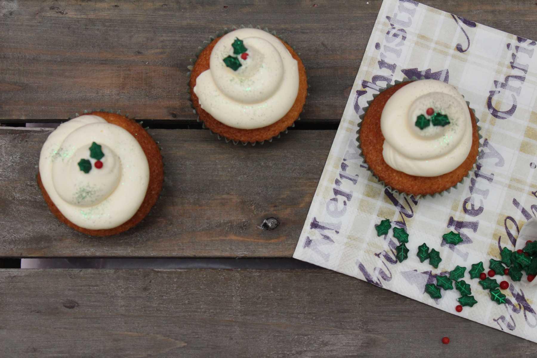 eierpunsch cupcakes mit marshmallow rum frosting muffin. Black Bedroom Furniture Sets. Home Design Ideas